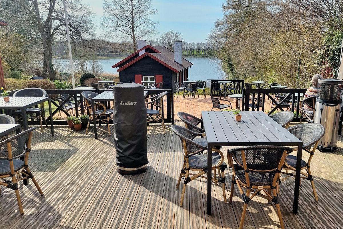 Restauranten åbnede den 21. april på den nye opvarmede og overdækkede terrasse